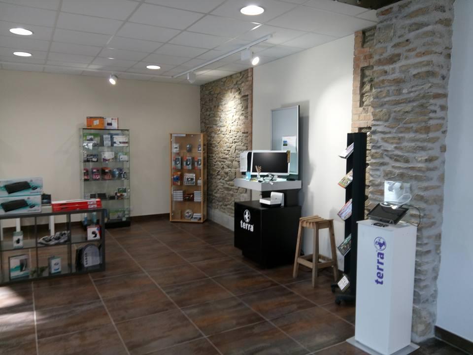 notre magasin informatique 110 m2 de surface de vente conseils r parations. Black Bedroom Furniture Sets. Home Design Ideas